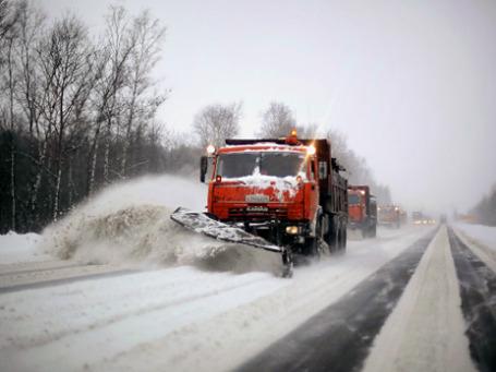 Снегоуборочная техника на трассе М-10 в Тверской области. Фото:  РИА Новости