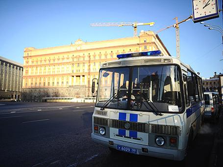 Усиление мер безопасности перед несанкционированной акцией протеста «Марш свободы» на Лубянской площади. Фото: ИТАР-ТАСС