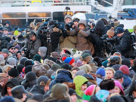 Участники несогласованной акции протеста «Марш свободы» и журналисты на Лубянской площади в Москве. Фото: РИА Новости