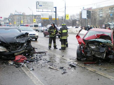 ДТП на Ленинском проспекте, которое произошло 25 февраля 2010 года. Фото: РИА Новости