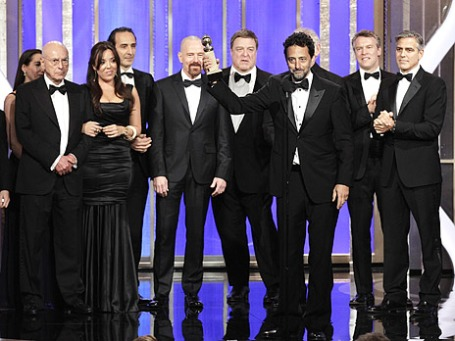 Продюсер фильма «Операция «Арго» Гранд Хеслов получает статуэтку за лучшую драму. Фото: Reuters