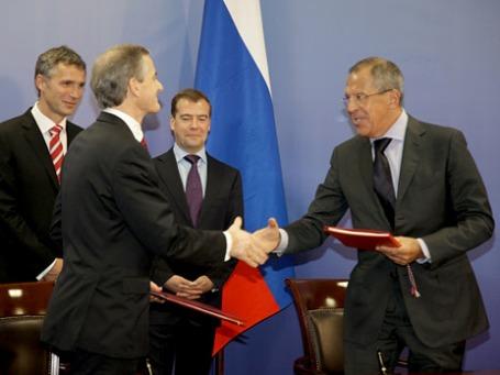 15 сентября 2010 года. Подписания договора о разграничении морских пространств и сотрудничестве в Баренцевом море и Северном Ледовитом океане. Фото: РИА Новости