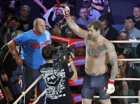 Федор Емельяненко (слева) и его брат Александр привыкли одерживать победы. Фото: РИА Новости
