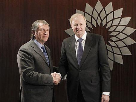 Глава британской нефтегазовой компании BP Роберт Дадли (справа) и президент ОАО НК «Роснефть» Игорь Сечин. Фото: rosneft.ru
