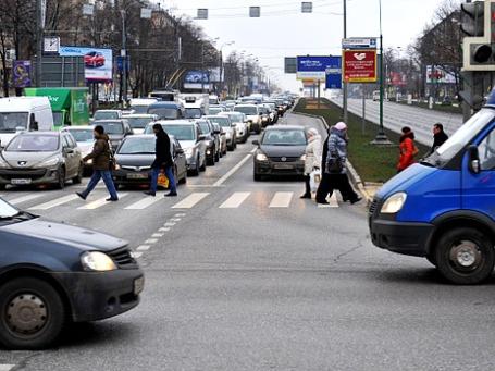 Вид на Ленинский проспект в районе пересечения с улицами Строителей и Панферова в Москве. Фото: РИА Новости