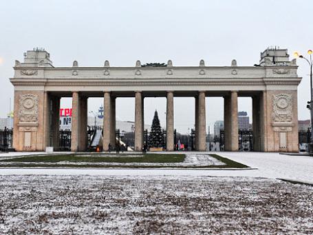 Центральный вход парка культуры и отдыха имени Горького в Москве. Фото: РИА Новости