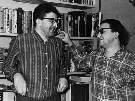Аркадий и Борис Стругацкие (слева направо) 1965 год. Фото: ИТАР-ТАСС