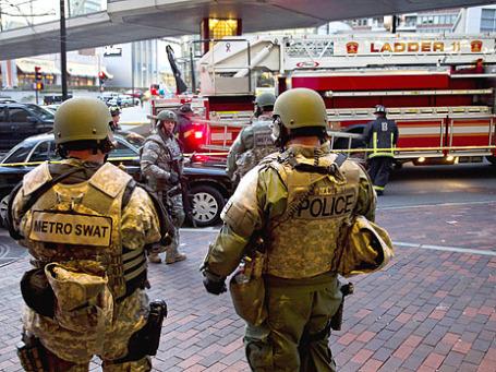 Полиция Бостона на месте произошедших взрывов. Фото: Reuters