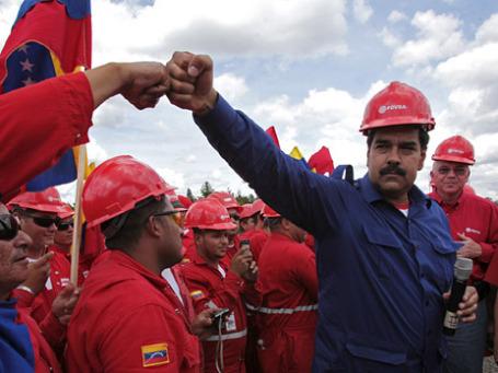 Президент Венесуэлы Николас Мадуро во время визита на месторождение нефти в бассейне реки Ориноко. Фото: Reuters