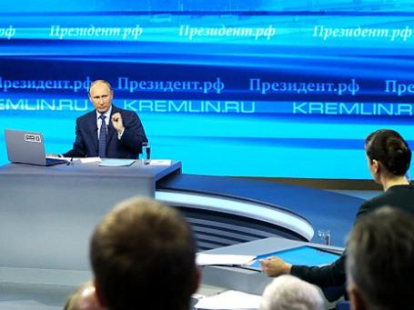 Президент РФ Владимир Путин отвечает на вопросы россиян в специальной программе «Прямая линия с Владимиром Путиным». Фото: РИА  Новости