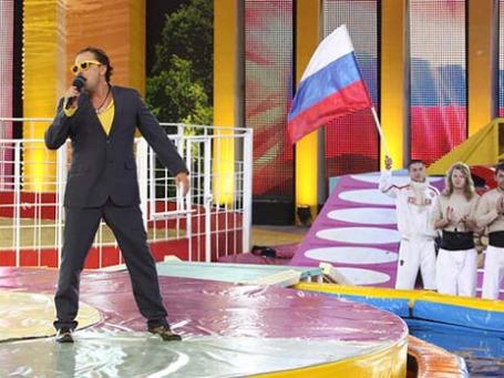 Ведущий развлекательной передачи «Большие гонки» Дмитрий Нагиев. Фото:1tv.ru