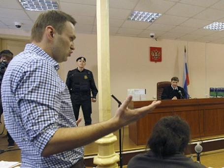 Оппозиционный блогер, адвокат Алексей Навальный в Ленинском районном суде города Кирова. Фото: Reuters