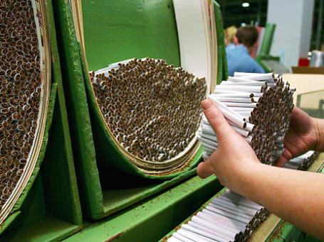 Линия по изготовлению сигарет. Фото: РИА Новости