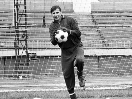Вратарь московской футбольной команды «Динамо» Лев Яшин во время тренировки, 1969. Фото: РИА Новости