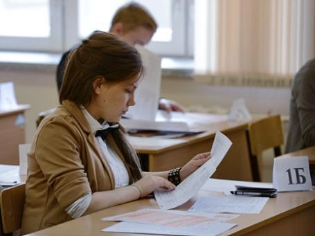 Ученики перед началом сдачи единого государственного экзамена. Фото: РИА Новости