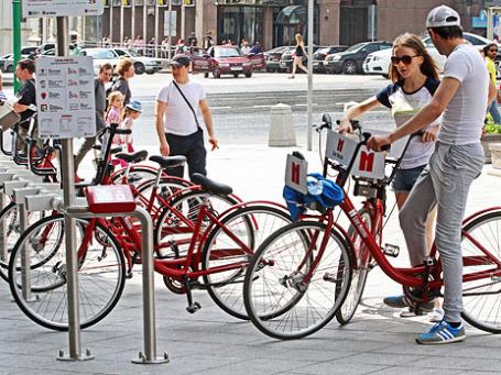 Пункт проката велосипедов на Тверской улице. Фото: ИТАР-ТАСС