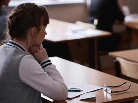 Ученица перед началом сдачи единого государственного экзамена. Фото: РИА Новости