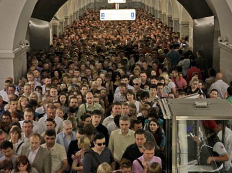 Столпотворение на  Сокольнической линии из-за пожара в метрополитене. Фото: РИА Новости