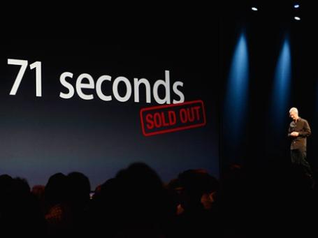 Генеральный директор Apple Тим Кук во время выступления на Всемирной конференции разработчиков Apple (WWDC) 2013 в Сан-Франциско, Калифорния. Фото: Reuters