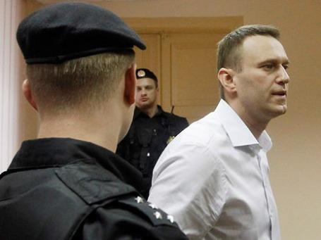 Оппозиционер, блогер Алексей Навальный в Ленинском районном суде города Кирова, где рассматривается дело о хищениях в «Кировлесе». Фото: Reuters