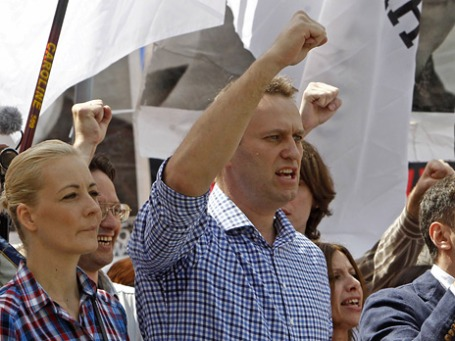 Блогер Алексей Навальный с супругой. Фото: Reuters