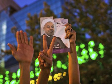 Сторонники Хассана Роухани празднуют его победу. Фото: Reuters