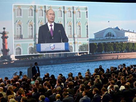 Президент России Владимир Путин выступает на XVII Петербургском международном экономическом форуме. Фото: РИА Новости