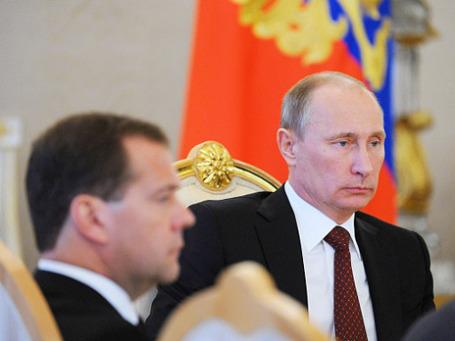 Президент России Владимир Путин и председатель правительства России Дмитрий Медведев (справа налево). Фото: РИА Новости