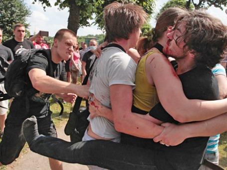 Столкновения участников и противников акции в защиту ЛГБТ-сообщества на Марсовом поле в Санкт-Петербурге. Фото: РИА Новости