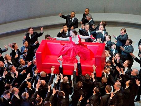 Сцена из оперы «Травиата». Фото: Ken Howard/Met Opera