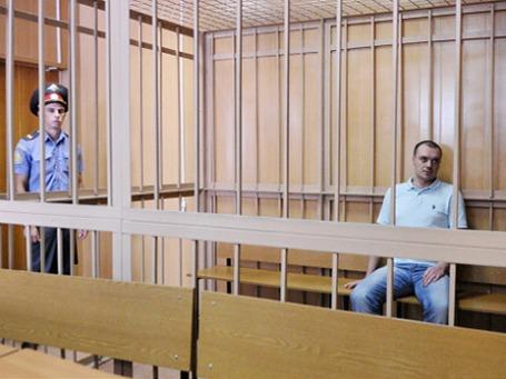 Предполагаемый виновник ДТП, в котором погибла актриса Марина Голуб, Алексей Русаков перед началом рассмотрения уголовного дела по существу в Никулинском суде Москвы. Фото: РИА Новости