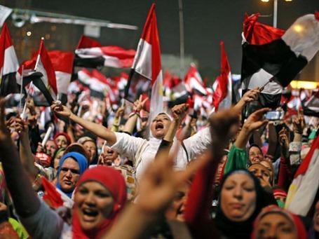 Египтяне на площади Тахрир, после объявления об отставке президента. Фото: Reuters