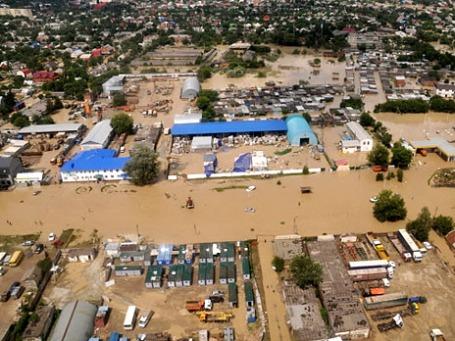 Вид на город Крымск во время наводнения. Фото: РИА Новости