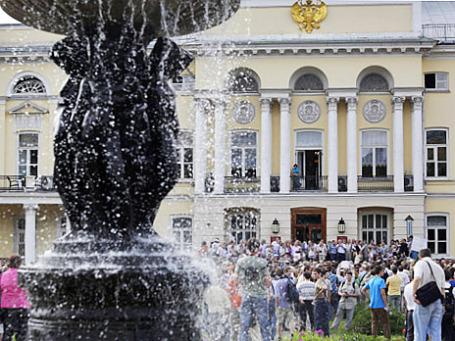 Участники митинга против реформы образования у здания Академии наук в Москве. Фото: РИА Новости