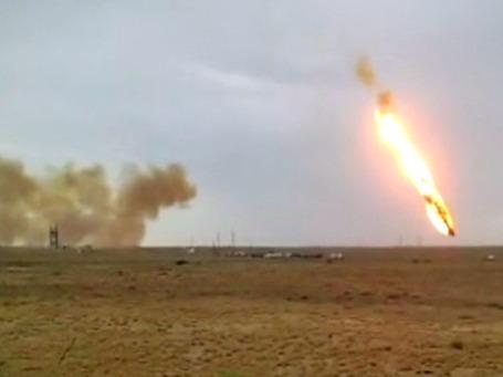 Ракета-носитель «Протон-М» падает после старта с космодрома «Байконур». Фото: РИА Новости