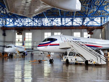 Самолет Sukhoi Superjet 100. Долги производителя самолета превысили $2 млрд.Фото: РИА Новости