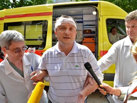 Депутат Госдумы от ЛДПР Роман Худяков (в центре) опознал одного из своих обидчиков.  Фото: РИА Новости