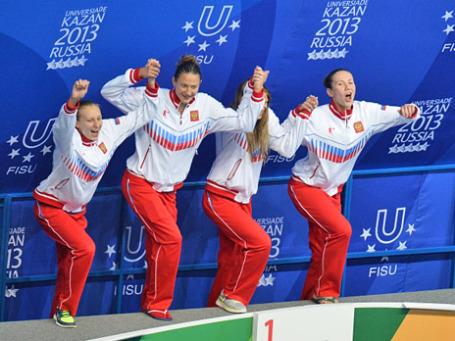 Команда России, завоевавшая золотые медали на соревнованиях по плаванию. Фото: РИА Новости