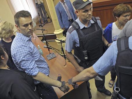 Алексей Навальный в зале суда после обвинительного приговора. Фото: Reuters