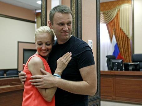 Кандидат на пост мэра Москвы Алексей Навальный с супругой Юлией. Фото: Reuters