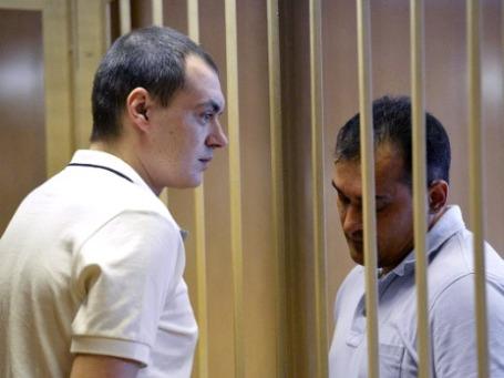 Алексей Русаков (слева) и адвокат Игнат Яворский на заседании Никулинского суда Москвы. Фото: РИА Новости