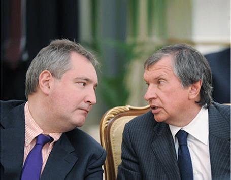 Дмитрий Рогозин и Игорь Сечин (слева направо). Фото: РИА Новости