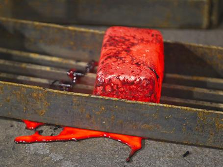 Горячий сплав золота. Фото: Reuters
