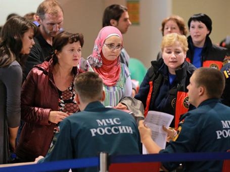 Россияне и граждане СНГ, прилетевшие самолетом МЧС РФ из Сирии, в терминале аэропорта Домодедово. Фото: РИА Новости