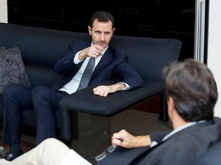 Президент Сирии Башар Асад во время интервью французской газете Le Figaro в Дамаске. Фото: Reuters