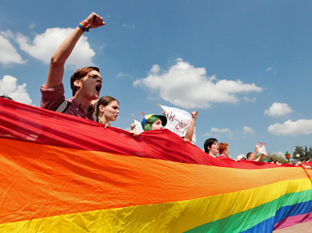 Участники акции в защиту ЛГБТ-сообщества. Фото: РИА Новости