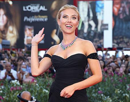 Актриса Скарлетт Йоханссон  на красной дорожке Венецианского кинофестиваля. Фото: Reuters