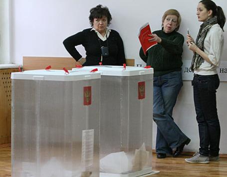 Наблюдатели на избирательном участке в Москве. Фото: РИА Новости