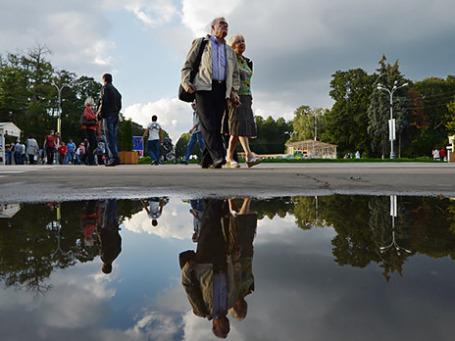 Отдыхающие в парке «Сокольники». Фото: РИА Новости