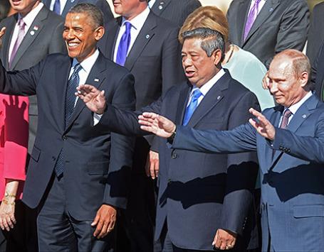 Президент Российской Федерации Владимир Путин, президент Индонезии Сусило Бамбанг Юдойоно и президент США  Барак Обама (справа налево) во время официального фотографирования участников саммита «Группы двадцати». Фото: РИА Новости